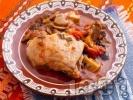 Рецепта Пиле в йенски съд с маслини и домати